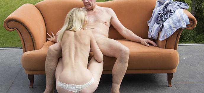 Junges Girl beim Sexdate mit älterem Mann