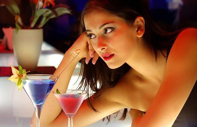 Schnell in der Bar Frauen für einen ONS finden